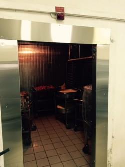 החלפת משקופים ודלתות בחדר קירור